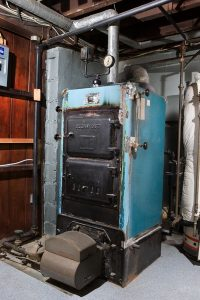 old-furnace-in-need-of-replacement